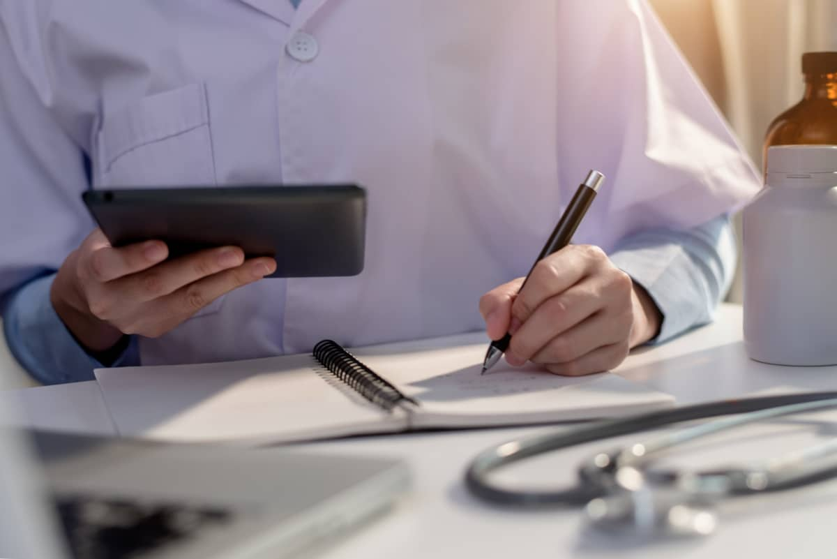https://www.smedix.com/production/wp-content/uploads/2020/11/doctor-working-with-a-tablet-and-a-notebook.jpg