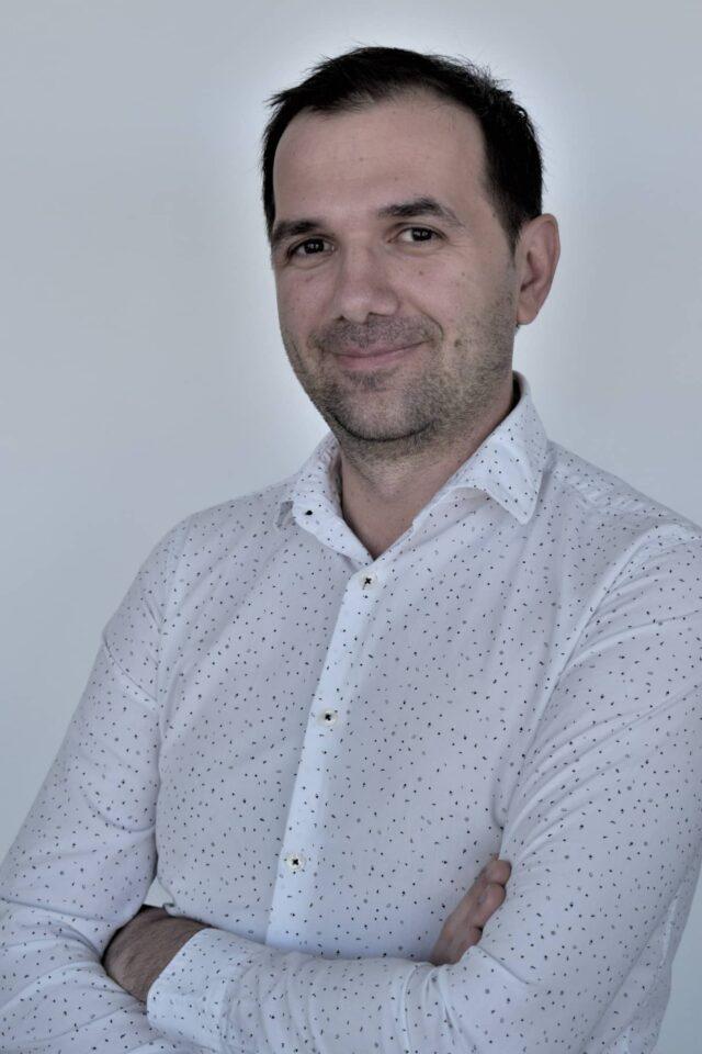 https://www.smedix.com/production/wp-content/uploads/2021/06/MariusRosa-FullBody-640x960.jpg